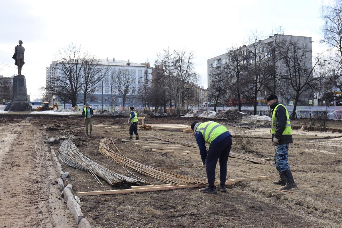 Центральную лестницу начали восстанавливать на площади Горького в Нижнем Новгороде - фото 1