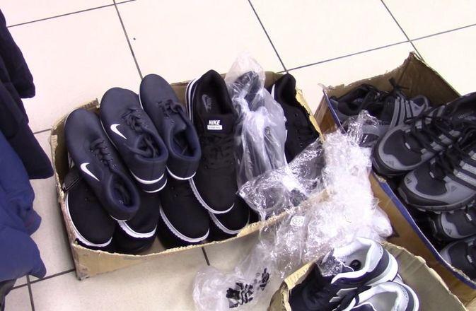 Подделки под Adidas и Lacoste продавали в Советском районе - фото 1