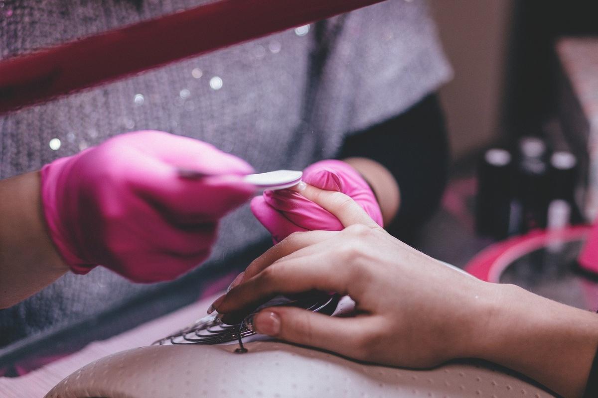 Как ухаживать за ногтями, если ваш мастер ушел на карантин - фото 1
