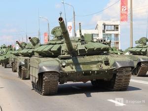 Танкисты в масках: первая репетиция парада Победы прошла в Нижнем Новгороде