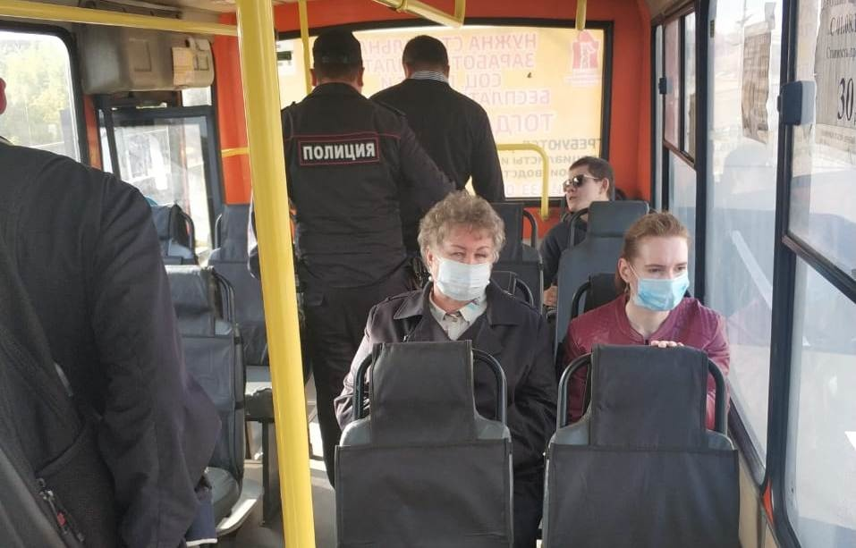 Нижегородцы стали чаще носить маски в автобусах - фото 1