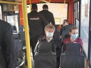 Нижегородцы стали чаще носить маски в автобусах