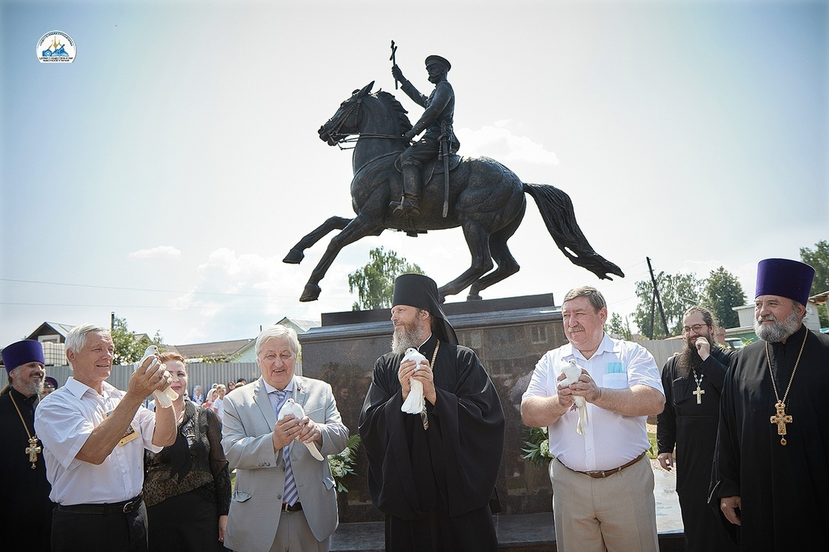Первый в России конный памятник Николаю II открыли в Кулебаках - фото 1