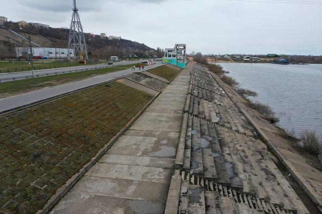Старый асфальт начали снимать на набережной Гребного канала - фото 3