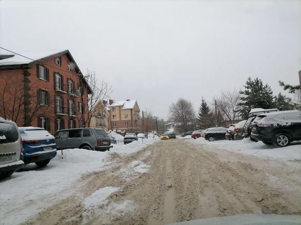 Территории у детских садов и поликлиник в Советском районе завалены снегом - фото 2