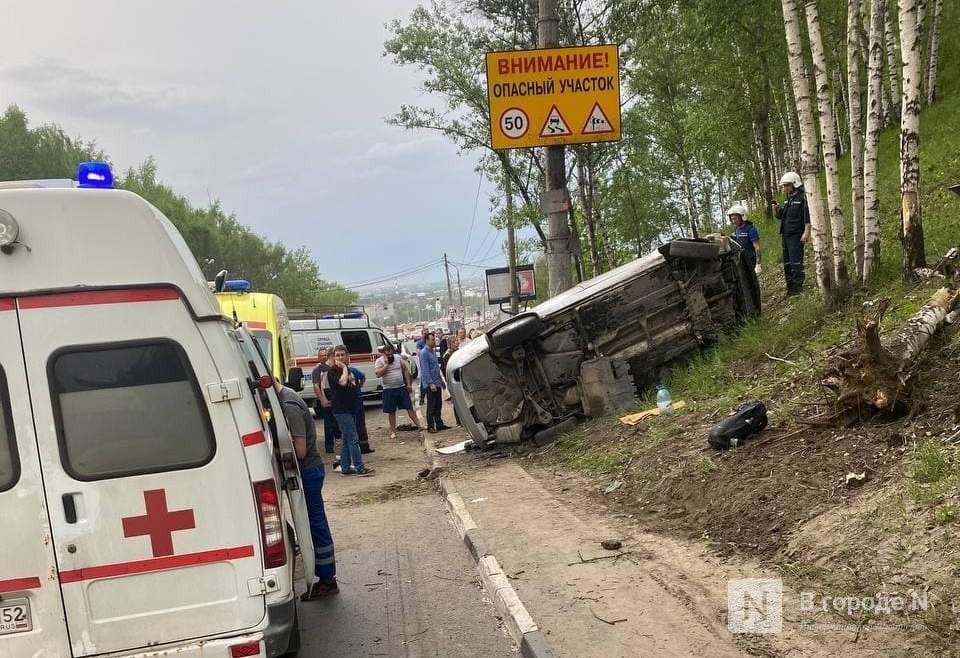 Автомобиль перевернулся около Мызинского моста - фото 1