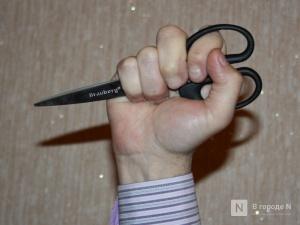 Житель Ковернина из ревности чуть не убил женщину ножницами