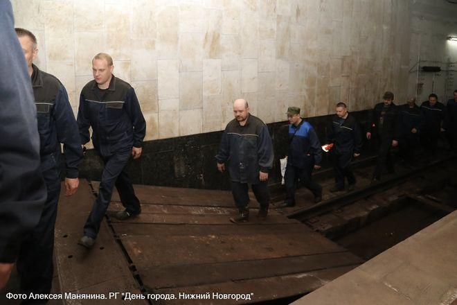 Нижегородский метрополитен показал фото эвакуации пассажиров - фото 2