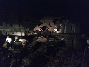 Появилось видео с места обрушения дома в Вачском районе, где погиб один человек и семеро пострадали