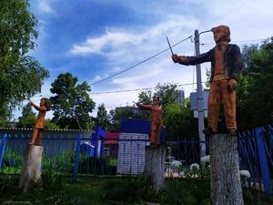 Колдуны из Хогвартса оседлали пеньки в Нижнем Новгороде