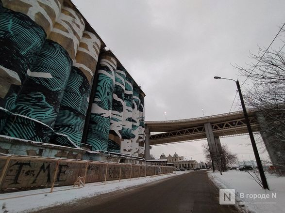 Технику для демонтажа элеватора завозят под метромост в Нижнем Новгороде - фото 2
