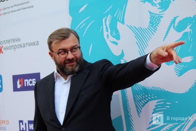 Маски на красной дорожке: звезды кино приехали на «Горький fest» в Нижний Новгород - фото 99