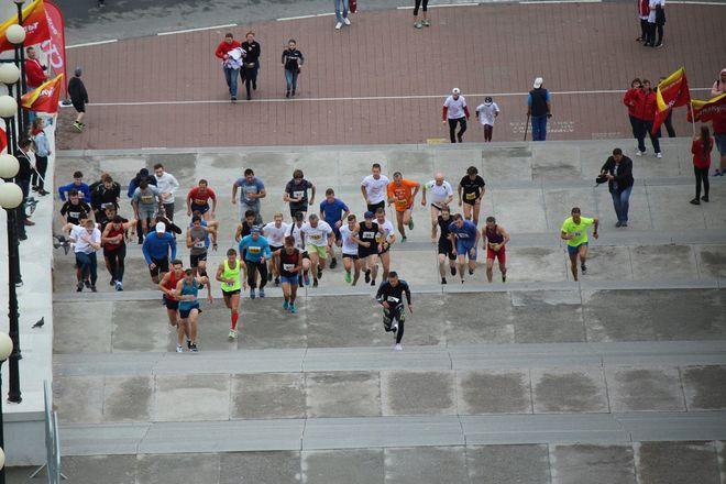 Нижегородец Николай Бурда в 16-й раз выиграл забег по Чкаловской лестнице - фото 19