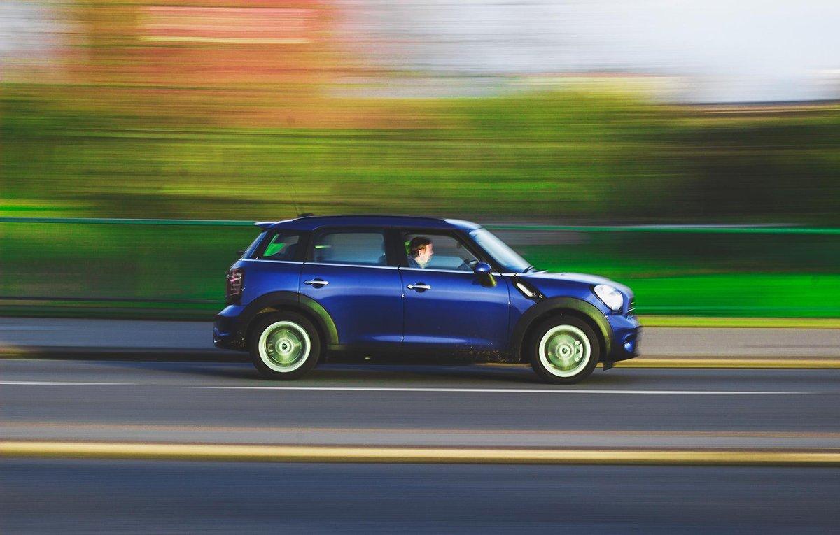 Лимит скорости на дорогах России могут увеличить до 130 км/ч - фото 1
