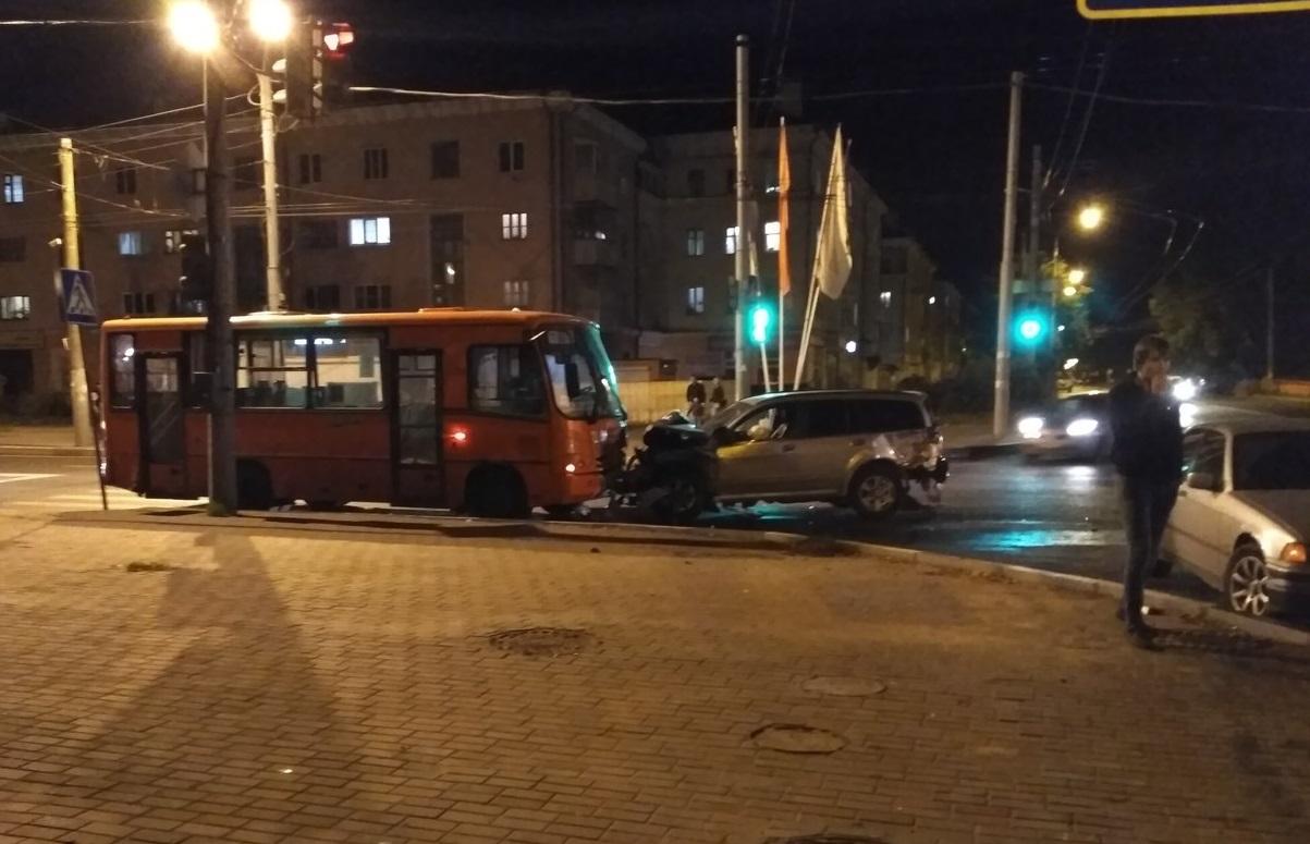 «Выехала накрасный свет». Серьезная авария произошла вАвтозаводском районе