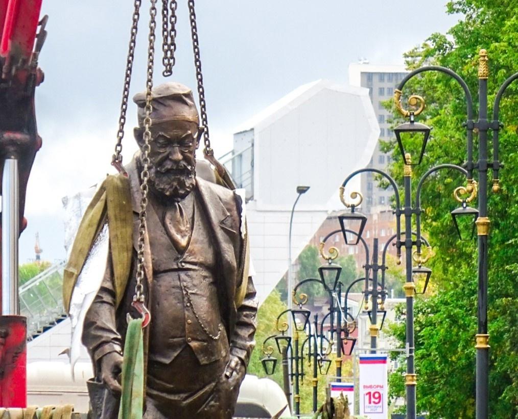Памятник профессору Преображенскому и Шарику установили в Нижнем Новгороде  - фото 1