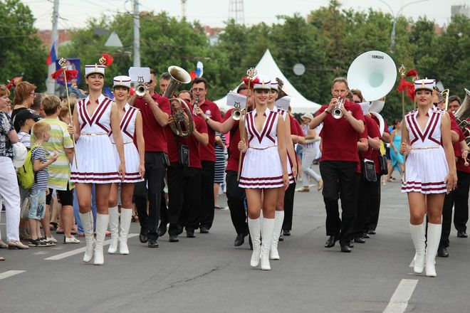 Фестивали духовых оркестров и Дружбы народов прошли в Нижнем Новгороде в День России - фото 11