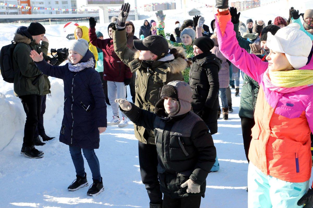 Нижегородцы отметили День защитника Отечества танцевальным флешмобом - фото 1