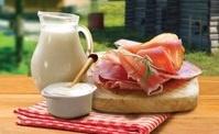 «Фермерский дворик» приглашает выгодно купить колбасные изделия и мясо птицы