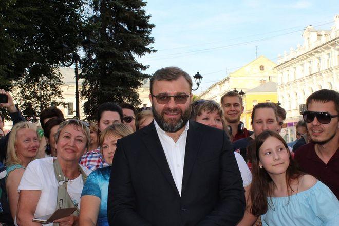 Автографы от звезд и награждение победителей: в Нижнем Новгороде завершился «Горький fest» - фото 18