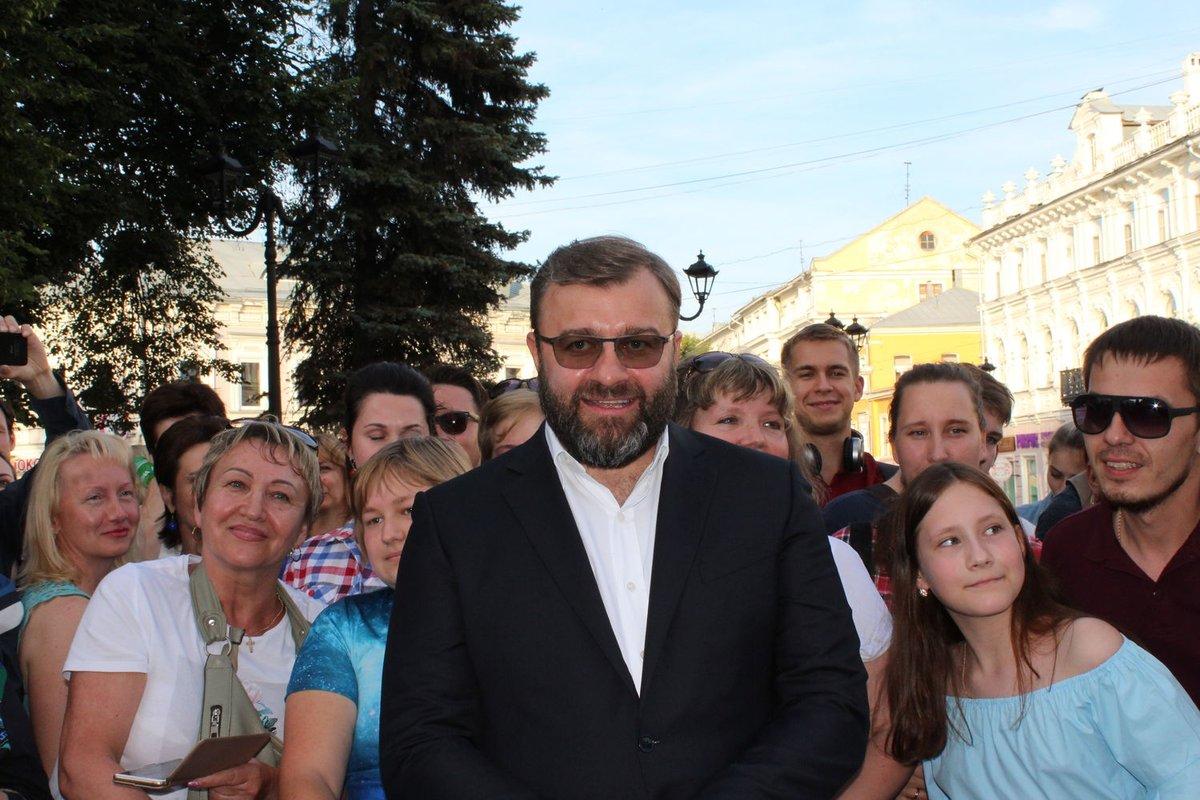 Автографы от звезд и награждение победителей: в Нижнем Новгороде завершился «Горький fest» - фото 4