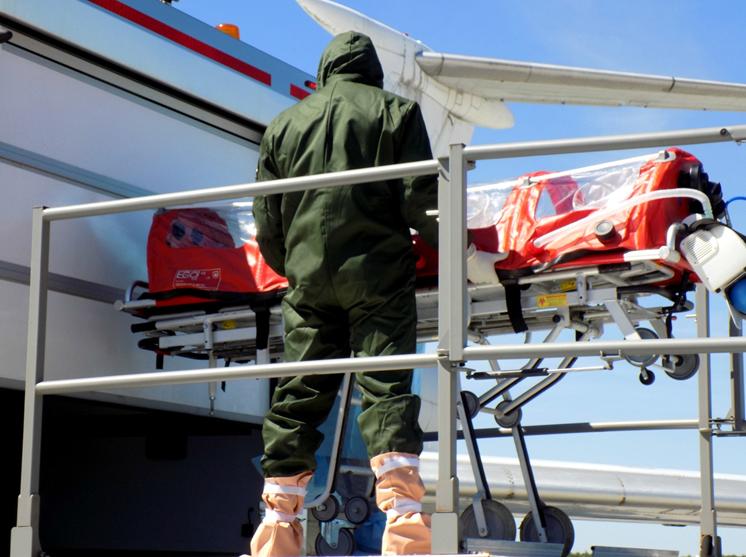 В аэропорту «Стригино» учились эвакуировать пассажира, пораженного инфекцией - фото 1