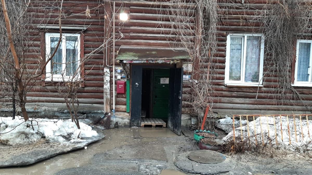 Коммунальщики Ленинского района игнорируют подтопление жилого дома - фото 1