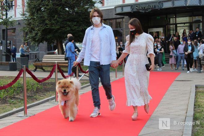 Маски на красной дорожке: звезды кино приехали на «Горький fest» в Нижний Новгород - фото 36