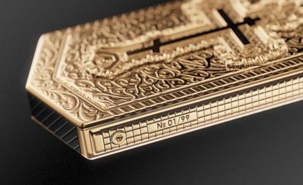 В России выпустили православный телефон с золотым крестом