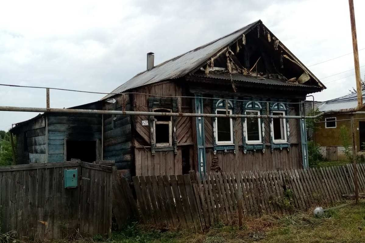 Павловчанин поджег дом бывшей возлюбленной из ревности - фото 1