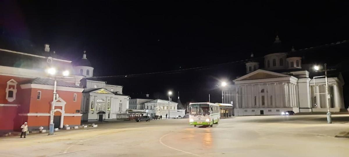 «Нижновэнерго» установил на центральной площади Арзамаса новое светодиодное освещение - фото 1