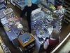 Угрожая расправой, арзамасец вытащил из кассы магазина почти 33 тысячи рублей